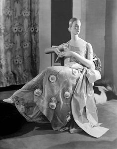 * Robe Lanvin pavillon de l'Élégance Exposition des Arts Décoratifs 1925 © Man Ray 1930s Fashion, Art Deco Fashion, Timeless Fashion, Retro Fashion, Vintage Fashion, Fashion Design, Man Ray, Vintage Mannequin, Jeanne Lanvin