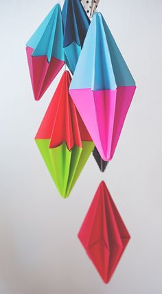 Diamond paper party garland - these look like fun to make! Nice video link.