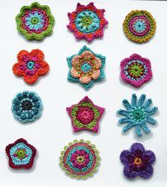 Häkelapplikationen - ••• Häkelblümchen ••• - ein Designerstück von crochet bei DaWanda