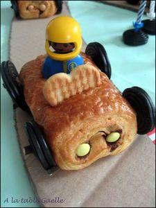 voiture en pain au chocolat pour gâteau circuit de voitures