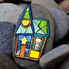 Mosaic Rocks, Stone Mosaic, Mosaic Glass, Stained Glass, Mosaic Garden Art, Mosaic Diy, Mosaic Tiles, Mosaic Artwork, Mirror Mosaic