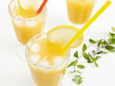 Rezept: erfrischenden Apfel-Orangen-Cocktail mit Weißwein zubereiten, das Getränk für den perfekten Mädelsabend / recipe: refreshing apple and oranges cocktail with white whine, the drink for a perfect girls night via DaWanda.com