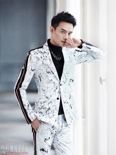 Wang Kai Studio Official/Deshe and Dior Homme recently uploaded some of Wang Kai's Paris fashion shoot for Grazia. Photography: 柳宗源, Design: Ming-日月, Hair and Make-up: 東田造型奕行-郭继闯 ​​​.                   I really love the black and white series and especially the one with Wang Kai smiling. Which ones are your favourites? Let us know in the comments section below.  Sources: 1, 2