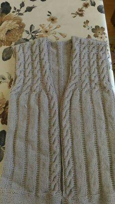 Diy Crafts Knitting, Knitting Yarn, Hand Knitting, Knit Vest Pattern, Sweater Design, Crochet Cardigan, Baby Knitting Patterns, Diy Crochet, Walking Tall