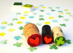 Instead of purchasing stamps at the store, save a couple of bucks and make your own from wine corks. It's VERY easy. There's a video at the end of the post to learn how to make these wine cork stamps – after you go through the tutorial! Wine Cork Projects, Wine Cork Crafts, Craft Projects, Craft Ideas, Easy Diy Crafts, Creative Crafts, Creative Ideas, Cork Art, Crafts For Teens