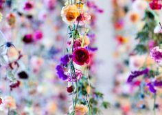 お部屋にも飾りたい♡お花のカーテン・ガーランドが可愛すぎる!