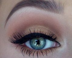 A more natural look with a modest cat eye