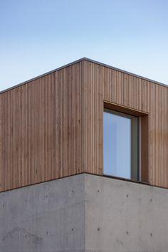 29 Ideas Concrete Wood Architecture Facade Texture For 2019 Concrete Architecture, Residential Architecture, Architecture Details, Wood Facade, Concrete Facade, Concrete Wood, Timber Cladding, Cladding Ideas, Facade Design