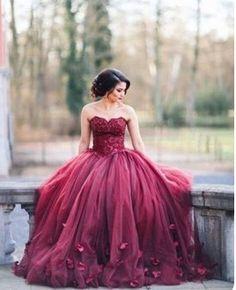 Para ser el centro de atención este lindo vestido de quinceañera color vino,o guinda quemado es fabuloso