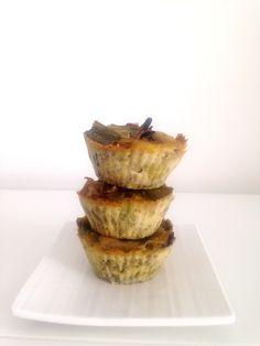 Envie d'un plat sain, savoureux et simple à réaliser? Venez découvrir mes minis quiches aux poireaux et champignons! Ultra fondantes et savoureuses! E&S