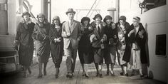 patou's american models - Google Search (Edna Chase on right) Roaring Twenties, The Twenties, Tweed, Jean Patou, 20s Fashion, Vintage Pictures, Mannequins, Jeans, Retro Vintage