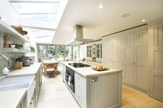 Glass side return kitchen extension and grey cabinets Shaker Kitchen, Kitchen Units, Open Plan Kitchen, Kitchen On A Budget, Kitchen Island, Kitchen Family Rooms, Kitchen Living, New Kitchen, Kitchen Decor