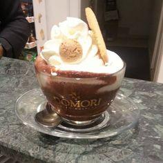 Senza filtri, non c'è trucco non c'è inganno... Venite ad assaggiare le nostre cioccolate... #caffemiciclo #caffè #bar #emiciclo #sassari #sardegna #igersassari #igersardegna #cioccolata #domori #top #quality #illy (Caffemiciclo)