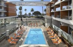 Shore Hotel Santa Monica (California) Just a 6-minute walk from Santa Monica Pier, this California hotel provides each room with a private balcony. Sight-seeing tours are available.  An outdoor heated pool with hot tub are available at Shore Hotel Santa Monica.