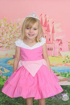 Sleeping Beauty Aurora princess dress by SoSoHippo on Etsy Kids Summer Dresses, Girls Dresses, Flower Girl Dresses, Baby Girl Frocks, Frocks For Girls, Princess Aurora Dress, Estilo Disney, Disney Dresses, Diy Dress