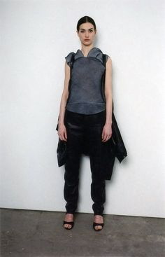 See the complete Helmut Lang Fall 1999 Ready-to-Wear collection.