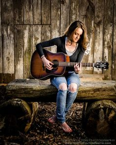 A girl and her guitar guitar girl, music guitar, acoustic guitar, guitar photography Bass, Musician Photography, Photography Poses, Ukulele, Guitar Photos, Street Musician, Guitar Girl, Senior Picture Outfits, Music Photo