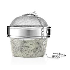 How wonderful would this Fuji Green Tea Bath Infuser from The Body Shop be after a long day? The Body Shop, Body Shop At Home, Green Tea Bath, Bath Tea, Bath N Body, Bath And Body Works, Fuji, Japanese Bath, Homemade Bath Bombs