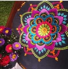 Hand Embroidery Projects, Hand Embroidery Flowers, Hand Embroidery Patterns, Embroidery Techniques, Embroidery Applique, Embroidery Stitches, Cushion Embroidery, Kutch Work Designs, Embroidered Lace Fabric