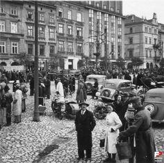 Rynek Linia A-B, Kraków - 1939 rok, stare zdjęcia Krakow Polen, Dahlia, Wwii, Poland, Past, Maine, Street View, Europe, Military