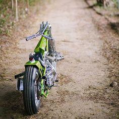 Untitled : Photo Harley Bobber, Bobber Motorcycle, Cool Motorcycles, Vintage Motorcycles, Custom Choppers, Custom Bikes, Old School Chopper, Drag Bike, Vintage Bikes