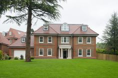 #AshgroveHomes #LambourneHouse #KohlerUK Case Study, Beautiful Homes, Building A House, Mansions, House Styles, Home Decor, House Of Beauty, Decoration Home, Room Decor