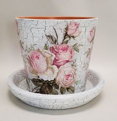 Flower Pot Art, Mosaic Flower Pots, Clay Flower Pots, Clay Pots, Plastic Plant Pots, Plastic Planter, Clay Pot Crafts, Diy And Crafts, Craft Projects