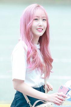 SinB Kpop Girl Groups, Korean Girl Groups, Kpop Girls, Sinb Gfriend, Korean People, G Friend, Rainbow Hair, Horse Hair, Entertainment