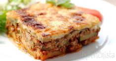 Moussaka Dutch Recipes, Sweet Recipes, Cake Recipes, Cooking Recipes, Easy Caramel Slice, Caramel Crunch, Food Cakes, Pastry Cake, Sweet And Salty