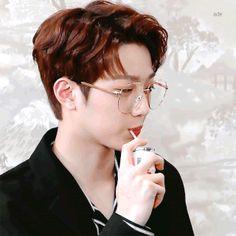 Wanna One University Life Series Volume 3 - WUL Kalo saja seorang … Wattpad, Icon Gif, Love Of My Life, My Love, Guan Lin, Lai Guanlin, Cute Poses, Jung Jaehyun, Korean Wave