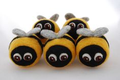Needle felted bees by feltfinland