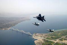 Βίντεο και φωτογραφίες από τις χαμηλές πτήσεις των μαχητικών που αναστάτωσαν την Αθήνα