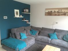 Petrol wall in living room Teal Living Rooms, Living Room Update, Living Room Color Schemes, Paint Colors For Living Room, Home Living Room, Living Room Designs, Living Room Decor, Home Wall Colour, Bedroom Wall Colors
