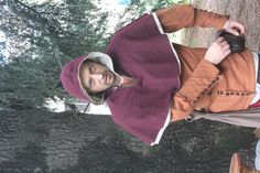 la Cotehardie abito molto stravagante per la metà del 14 ° secolo, di solito era indossata dai giovani. gli anziani continuarono a vestire Surcote, poi verso l'inizio del 15°secolo, iniziarono a indossare Huppelandie