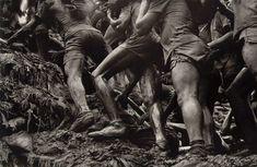 Dispute entre les miniers de la mine d'or de Serra Pelada et la police militaire, Brésil, 1986