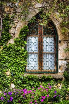 Beautiful window in Eze, Provence - France Gothic Windows, Windows And Doors, French Windows, Vila Medieval, Through The Window, Window View, Old Doors, Window Boxes, Doorway