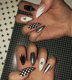 Big nails fire nails black and white nails white fire black fire Edgy Nails, Aycrlic Nails, Stylish Nails, Swag Nails, Soft Grunge Nails, Glitter Nails, Grunge Nail Art, Checkered Nails, Nagellack Trends