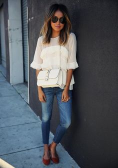 5 Perfect Summer Outfit Ideas - Summer Fridays call for skinny blue jeans, a summery top, and a great pair of flats.
