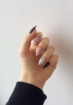 On average, the finger nails grow from 3 to millimeters per month. If it is difficult to change their growth rate, however, it is possible to cheat on their appearance and length through false nails. Almond Acrylic Nails, Summer Acrylic Nails, Best Acrylic Nails, Aycrlic Nails, Swag Nails, Hair And Nails, Manicures, Perfect Nails, Gorgeous Nails