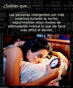 ... Las personas inteligentes son más creativos durante la noche; experimentan altos niveles de estimulación mental lo que les hace más difícil el dormir. http://www.curiosidadsq.com/2013/09/Inteligentes-son-creativos-en-las-noches.html