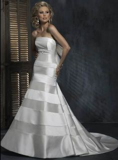 Unique Bow Strapless Beads Working Stripes Chapel Train Satin Wedding Dress for Brides