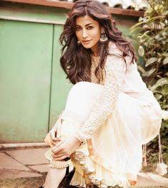 her hair doe. Desi Bride, Indian Dresses, Indian Outfits, Asian Fashion, Fashion Beauty, Fashion Photo, Chitrangada Singh, Indian Bollywood Actress, Traditional Fashion