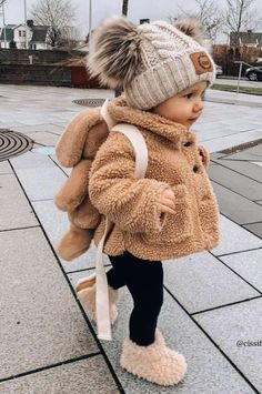 Cute Baby Girl Outfits, Cute Baby Clothes, Toddler Outfits, Winter Baby Clothes, Cute Kids, Cute Babies, Baby Kids, Baby Girl Fashion, Kids Fashion