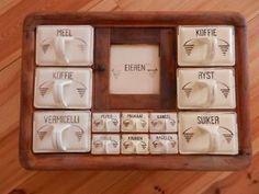 Oud antiek kruidenkastje,van keramiek.