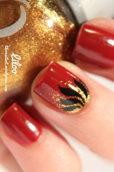 Dégradé avec Glitz and Glamour de Orly sur le Golden Rose PARIS n° 103 et traits à la peinture noire ;)
