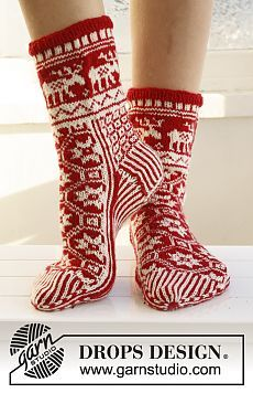 """Christmas Fable - Knitted DROPS Christmas socks with pattern in """"Fabel"""". - Free pattern by DROPS Design Knitting Patterns Free, Free Knitting, Free Pattern, Crochet Patterns, Drops Design, Crochet Socks, Knitting Socks, Knit Crochet, Knit Socks"""