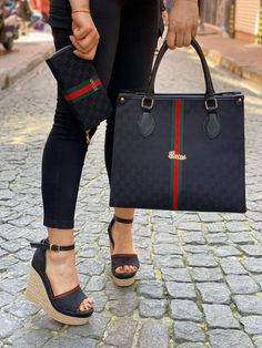 Complete set available from size 36 to 40 we do shipping worldwide. Lv Shoes, Cute Shoes, Shoe Boots, Name Brand Handbags, Gucci Brand, Fashion Illustration Dresses, Girls Sneakers, Types Of Fashion Styles, Fashion Shoes