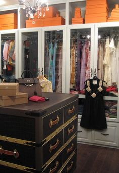 Closet envy.. La Dolce Vita: Dream Home: The Peak of Tres Chic