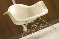 Herman Miller Eames Shell Armchair (off-white)