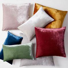 Modern Throw Pillows, Decorative Pillows, Decorative Accents, Velvet Duvet, Velvet Cushions, Room Planning, Cozy Corner, Kids Pillows, Mirrors